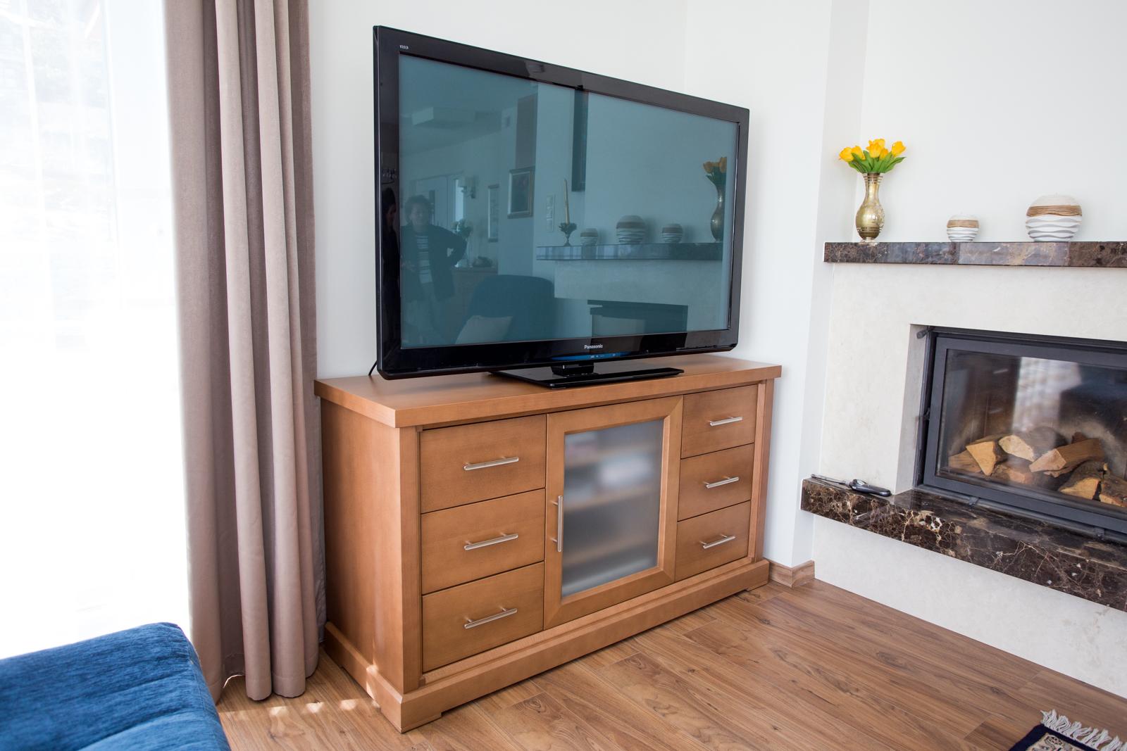 TV állvány tömör bükkfából és bükkfa furnérból
