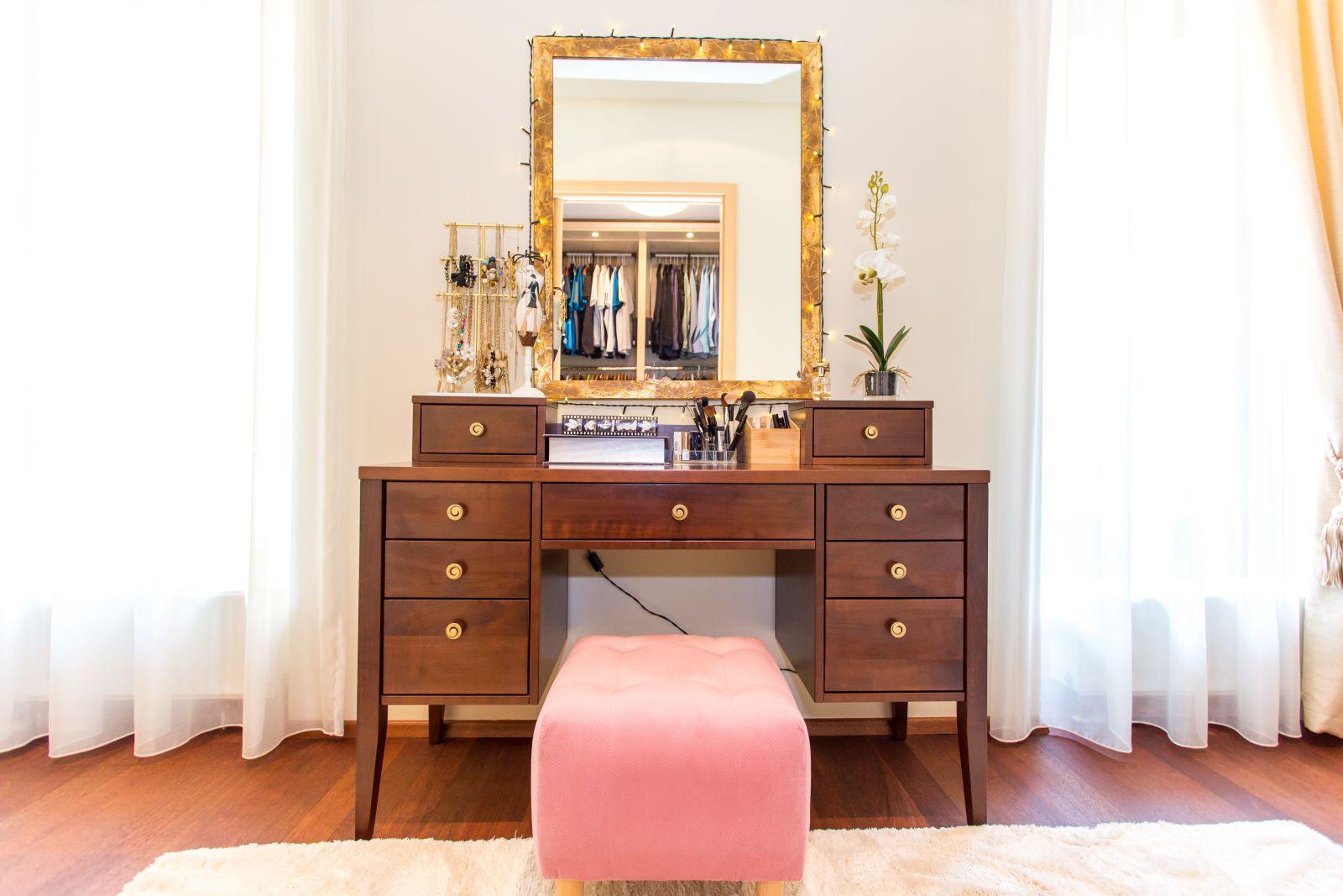 Tömör cseresznyefa és cseresznyefa furnérozott fésülködő asztal