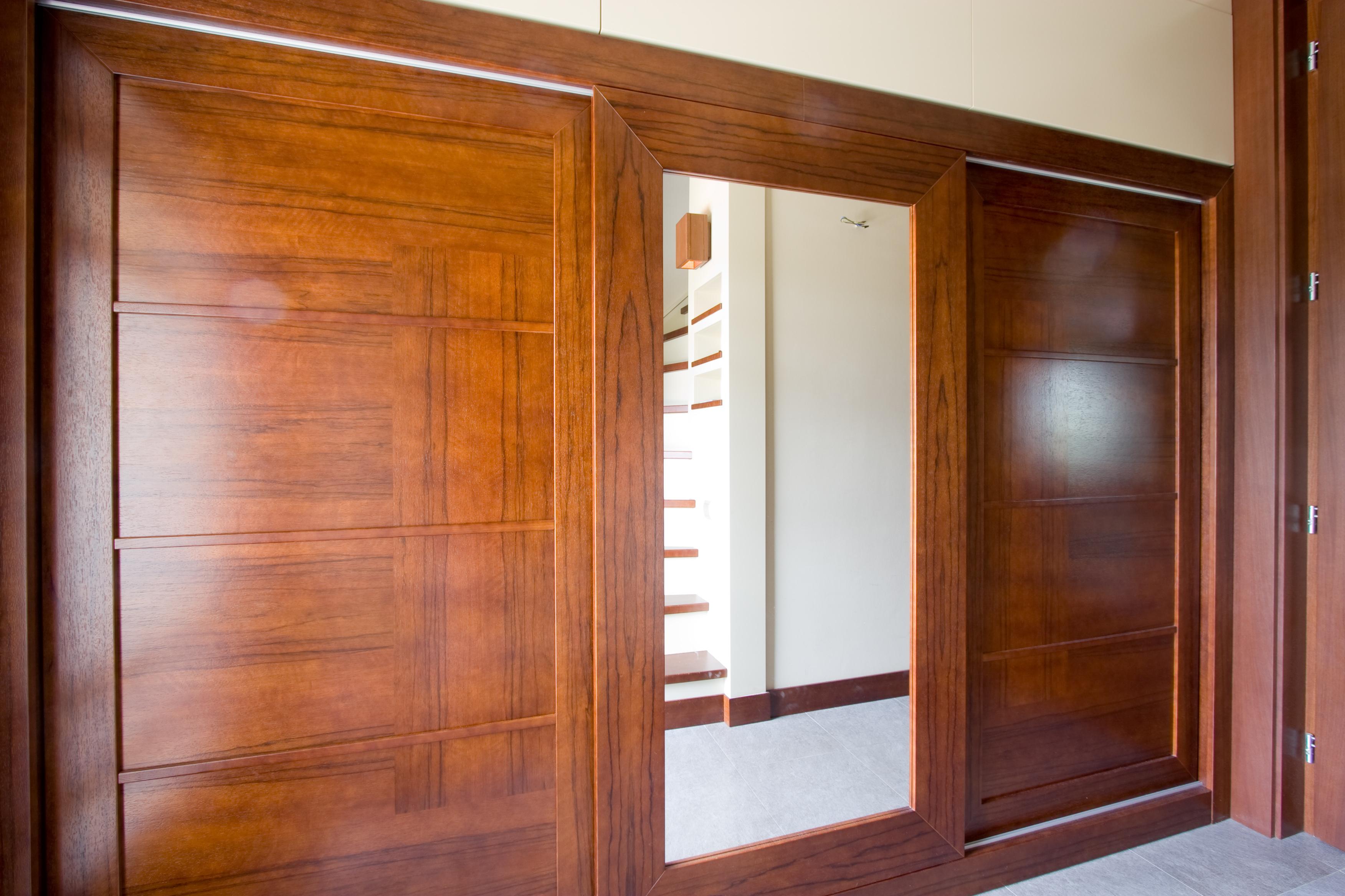 Frakenoir fa furnérozott beépített szekrény