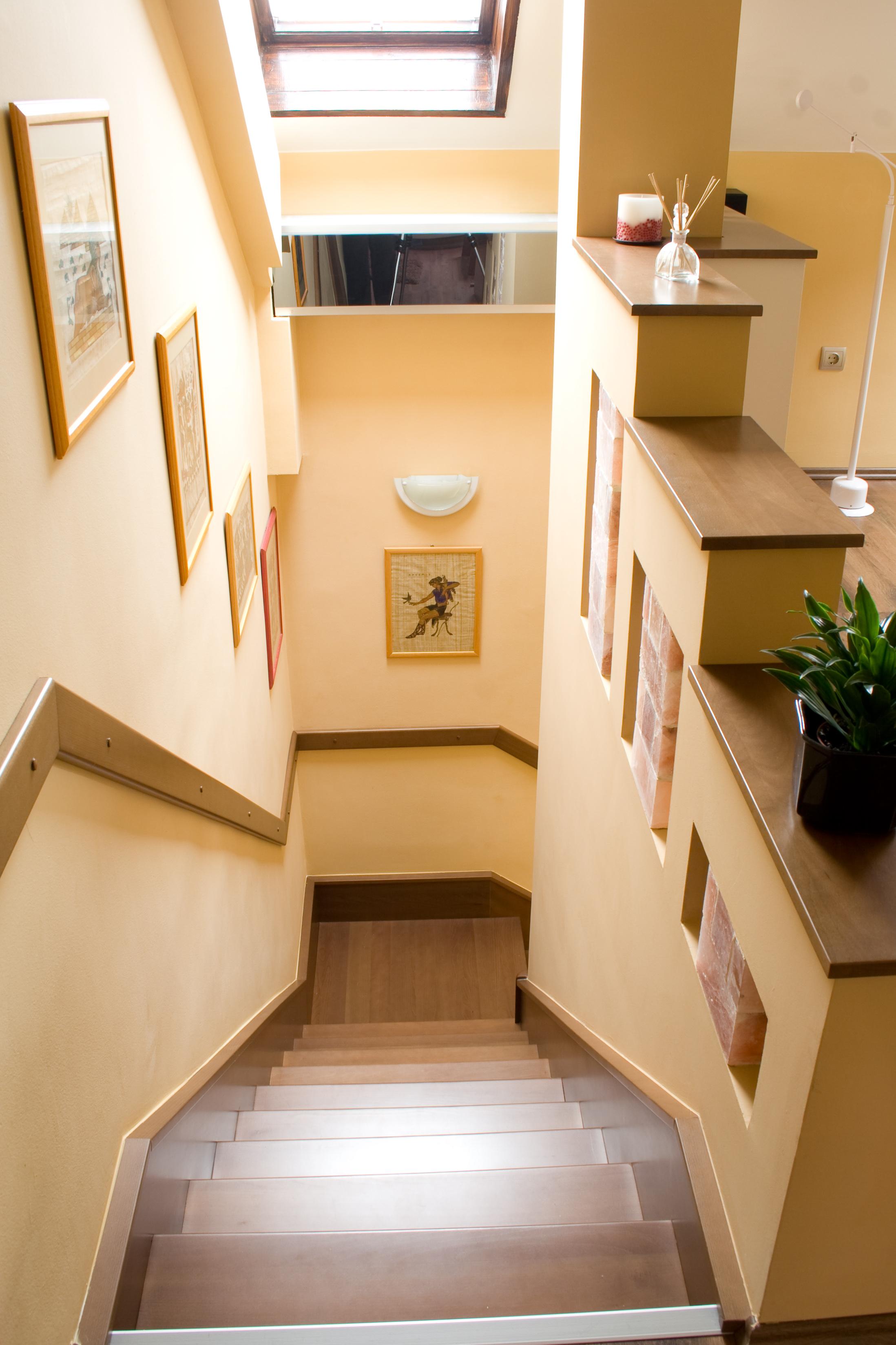 Lépcső tömör fából