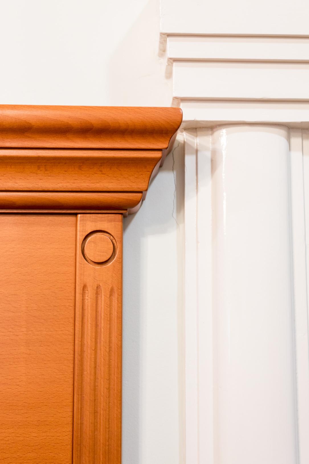 Tömör bükkfa és bükk furnéros előszoba bútor