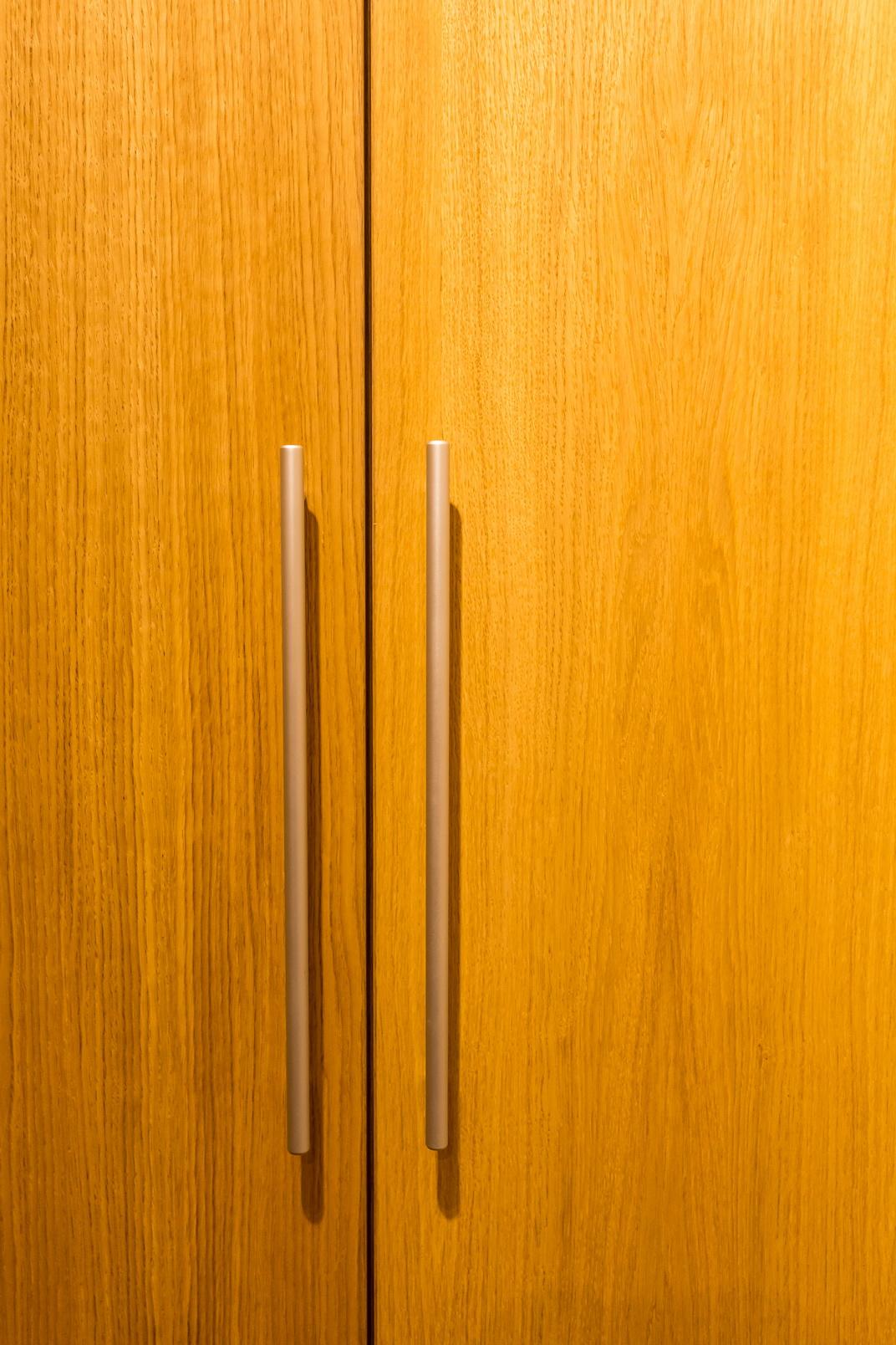 Tölgyfa furnéros gardrób szekrény