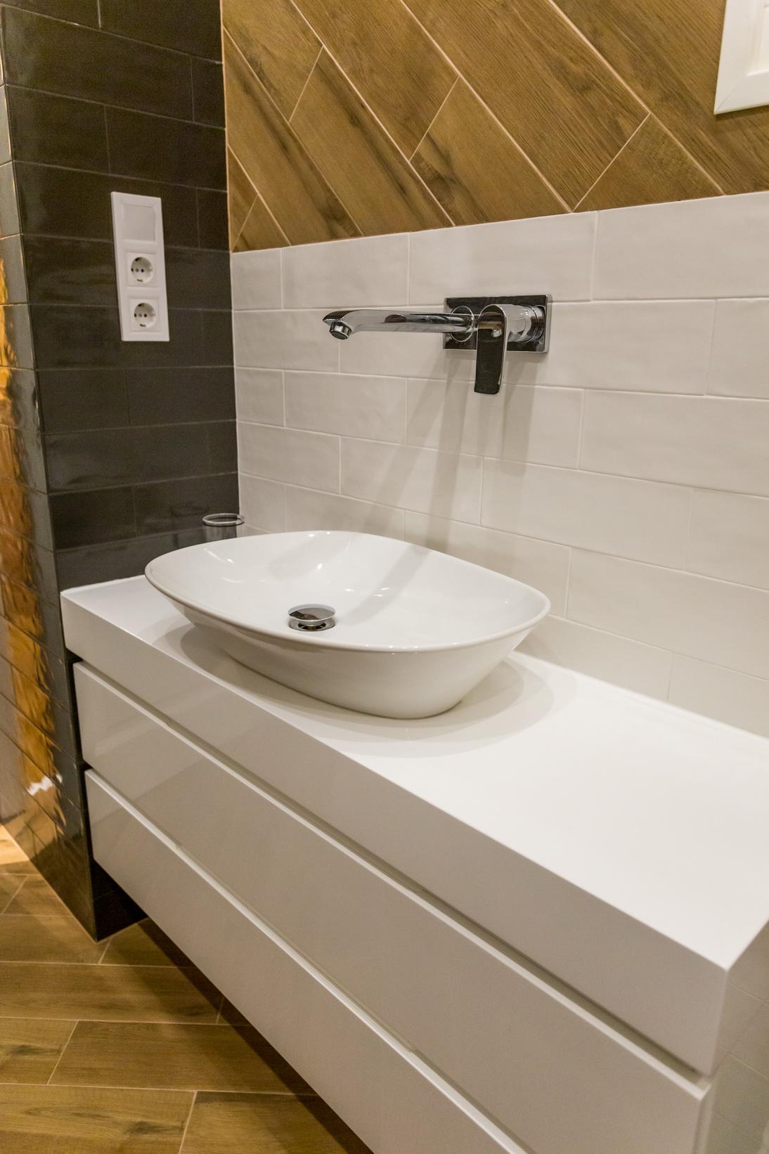 Magasfényű MDF, minimál, fürdőszoba szekrény