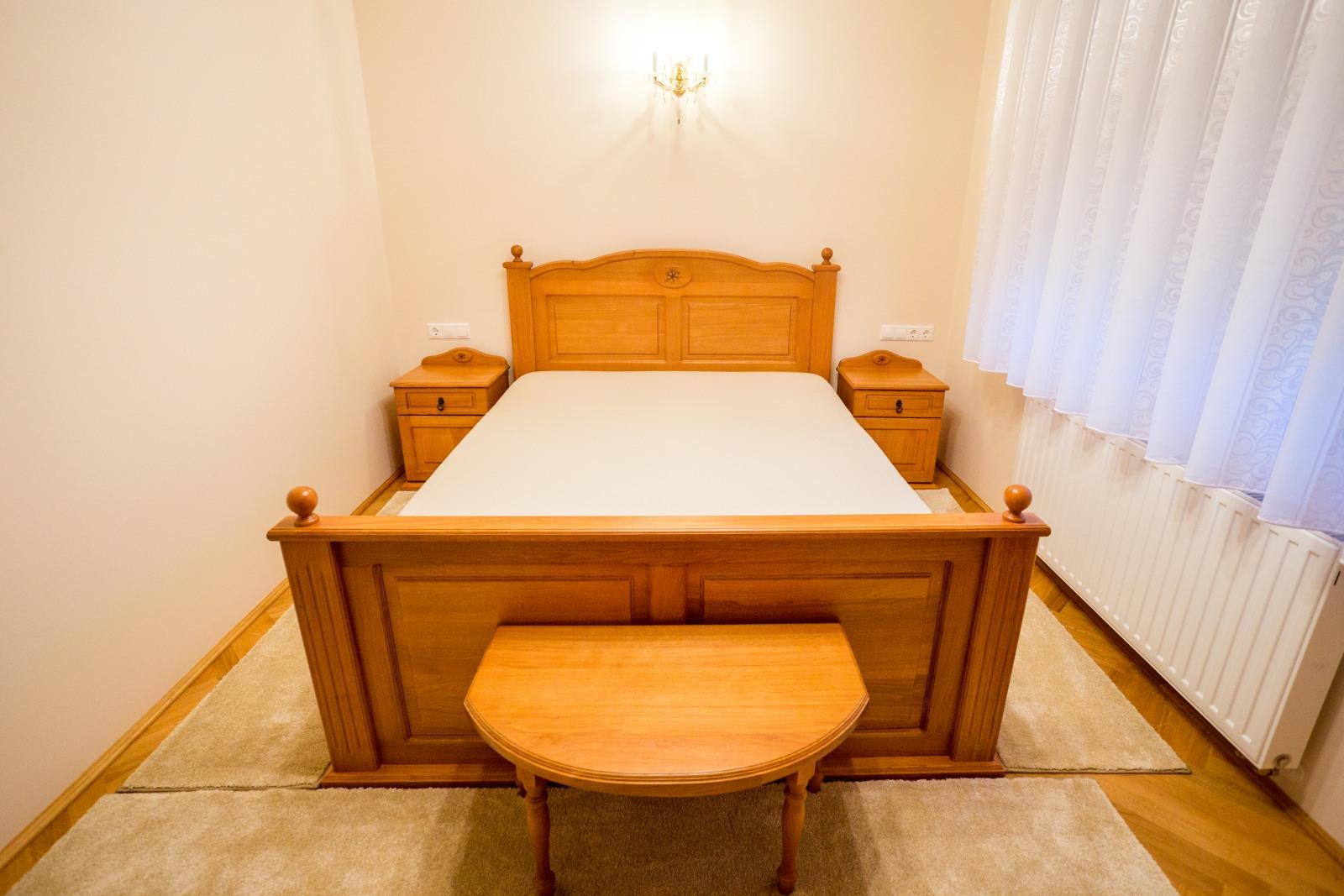 Tömör tölgyfa hálószobabútor