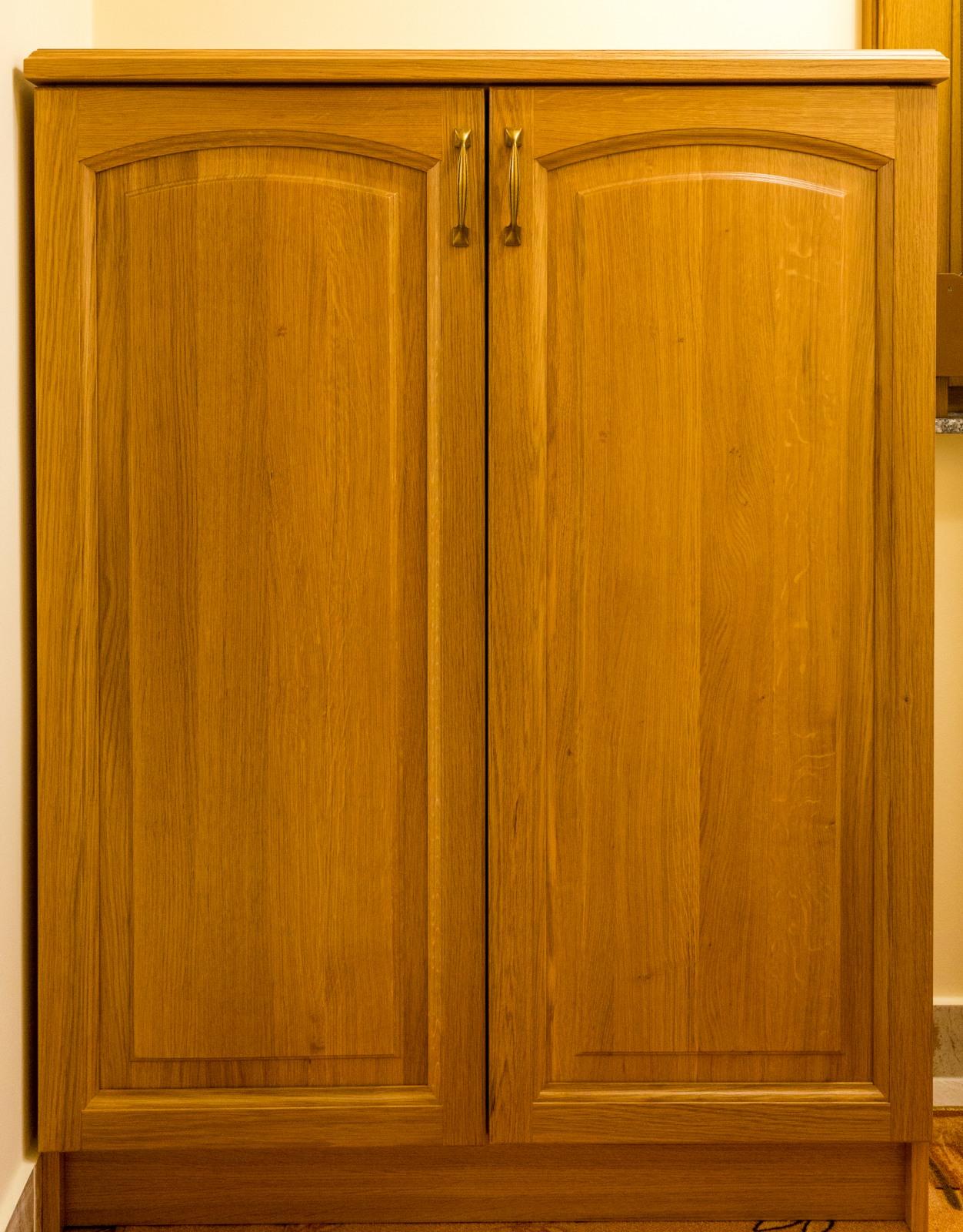 Tölgyfa kis szekrény