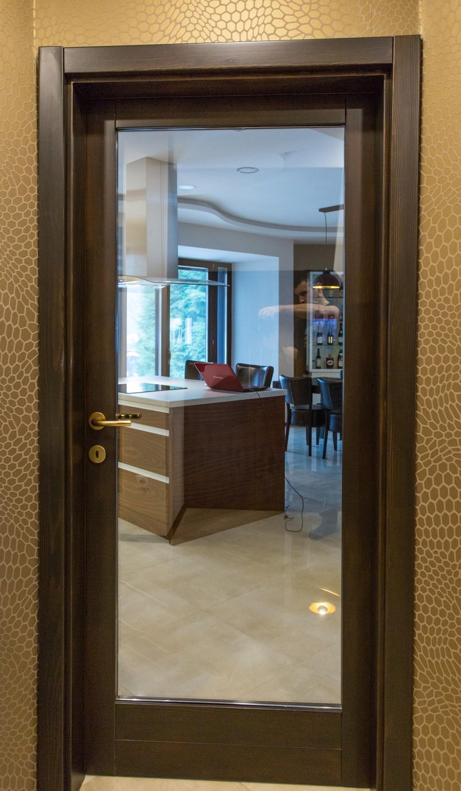 Hazai erdei fenyőből készült beltéri ajtó