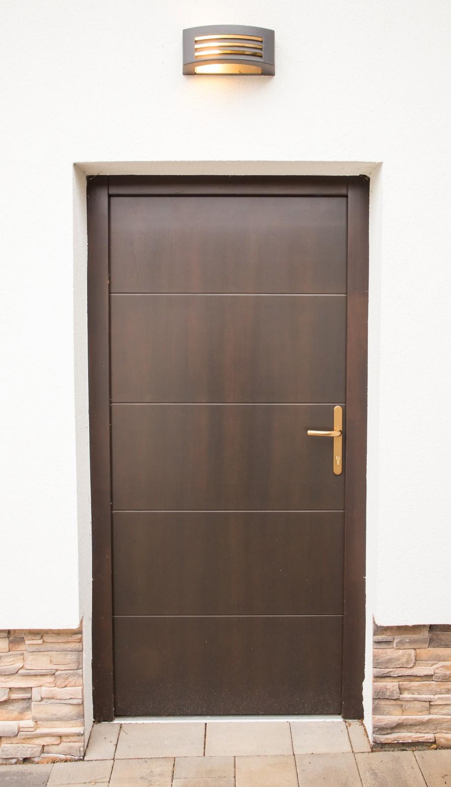 Hazai erdei fenyőből készült kültéri ajtók