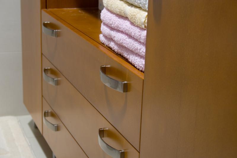 Bükk fa furnérozott fürdőszoba bútor
