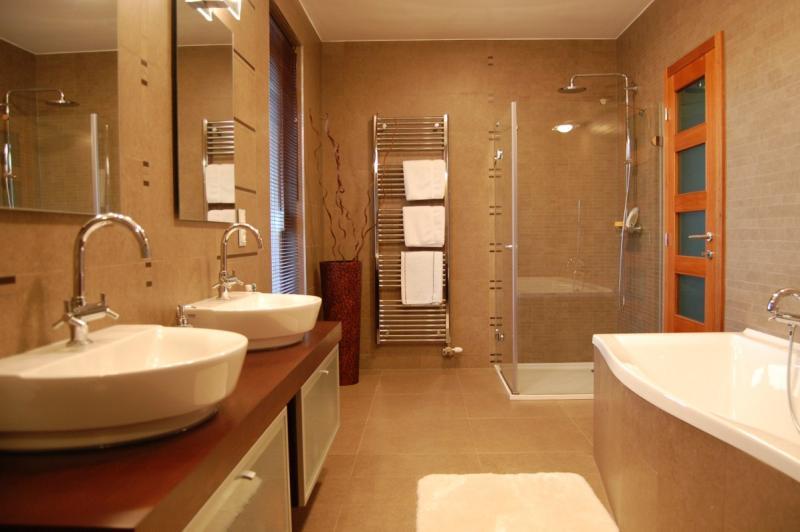 Bükkfa furnérozott fürdőszoba bútor