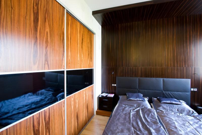 Egyedi tervezésű elegáns hálószoba
