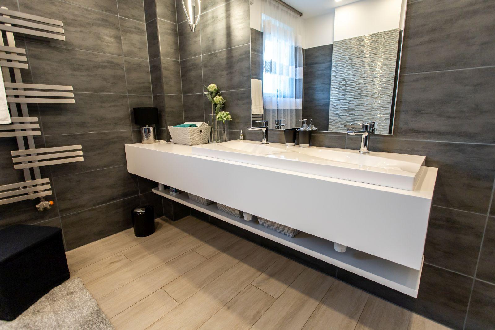 Minimál stílusú, selyemfényű fújt MDF fürdőszoba bútor