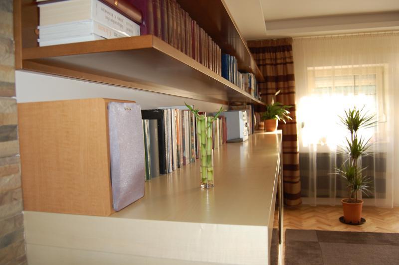 Juhar és bükk fa furnérozott nappali